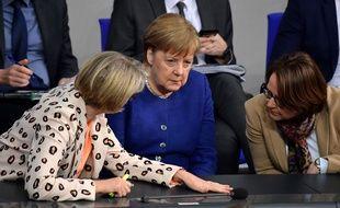 La chancelière allemande Angela Merkel avec la ministre de l'Education Anja Karliczek et la commissaire à l'intégration du gouvernement Annette Widmann-Mauz, à Berlin le 6 mars 2020.