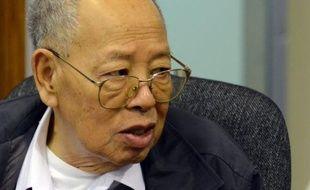 Les appels se sont multipliés vendredi en faveur d'une reprise rapide des audiences du tribunal pour les Khmers rouges à Phnom Penh, après le décès d'un des trois accusés qui a souligné combien la juridiction luttait contre le temps et était guettée par un échec qui serait dramatique.