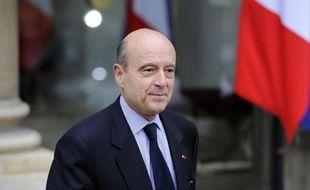"""Le ministre de la Défense, Alain Juppé, a déclaré mardi que """"les documents qui pourraient intéresser les juges d'instruction"""" dans l'affaire de l'attentat de Karachi de 2002 seront """"déclassifiés"""", après avis de la commission sur le secret défense."""