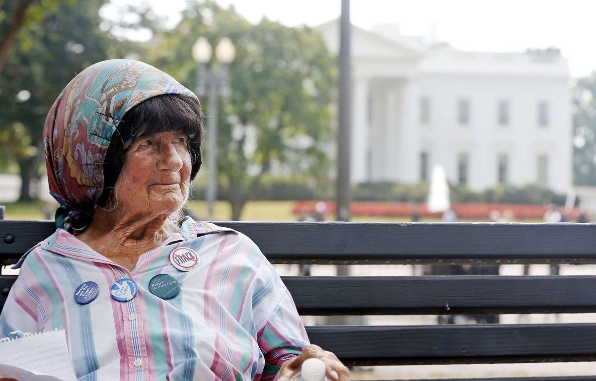 Concepcion Picciotto, alias Conchita, a réalisé un sit-in de plus de trois décennies devant la résidence du président des Etats-Unis – Charles Dharapak/AP/SIPA