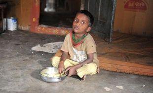 """La malnutrition qui continue de toucher des millions d'enfants en Inde est un motif de """"honte nationale"""", a reconnu mardi le Premier ministre, Manmohan Singh, en dévoilant une étude selon laquelle 42% des enfants de moins de cinq ans sont sous-alimentés."""