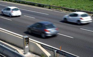 Des voitures sur l'autoroute A9 à hauteur de Saint-Aunes-Odysseum passent le contrôle des radars