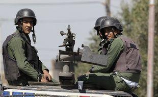 Des membres des forces de sécurité jordaniennes au poste-frontière avec la Syrie de Nasib, le 2 avril 2015.