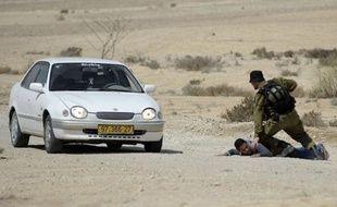 L'infiltration d'un commando en Israël lundi a fait trois morts, un ouvrier israélien et deux assaillants venus du Sinaï, poussant l'Etat hébreu à demander au futur pouvoir au Caire de restaurer son autorité sur cette péninsule.