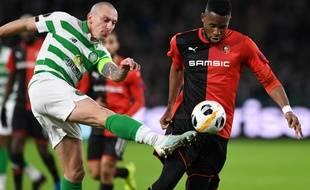 Jordan Siebatcheu, à droite, face au Celtic Glasgow.