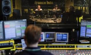 Dans les studios de la radio Franceinfo, le 26 août 2016.