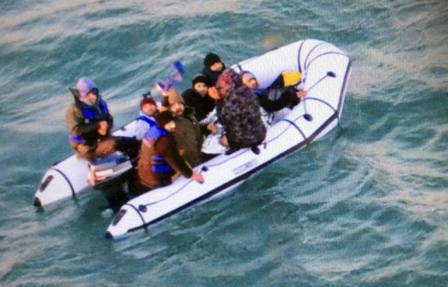 Pas-de-Calais: Treize migrants secourus alors qu'ils tentaient de traverser la Manche