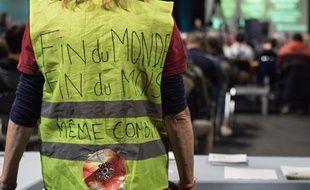 Une «gilet jaune» à un meeting de la France insoumise à Saint-Brieuc, le 28 mars 2019.