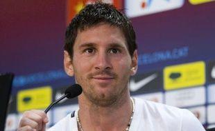 L'attaquant argentin du FC Barcelone, Lionel Messi, touché au mollet droit, a déclaré forfait pour le match amical contre Hambourg prévu ce mardi à l'occasion du 125e anniversaire de la fondation du club allemand, a annoncé le Barça.