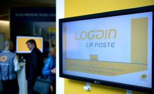 """Confrontée à une très forte érosion du transport de courrier, La Poste veut contre-attaquer en accélérant sa mue technologique, pour s'imposer comme un """"opérateur universel d'échanges"""" tant physiques que numériques."""