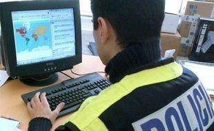 Un prêtre espagnol a été arrêté pour possession présumée de près de 21.000 fichiers informatiques contenant du matériel pornographique à caractère pédophile, ont indiqué vendredi des médias espagnols