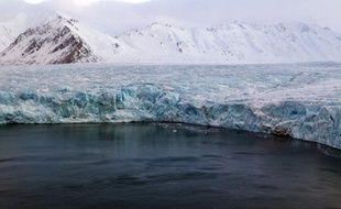 L'étendue de la banquise arctique a été la plus faible jamais mesurée cet été, tombant très au-dessous du précédent record de 2007 alors que la fonte des glaces s'est accélérée sous l'effet du réchauffement, a indiqué mercredi le Centre national américain de la neige et de la glace.