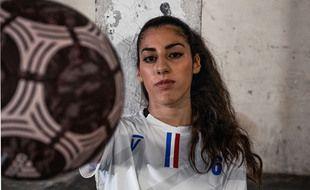 Lisa Zimouche, 21 ans, reine du foot freestyle, des réseaux sociaux et maintenant personnage du jeu vidéo « FIFA 21 »