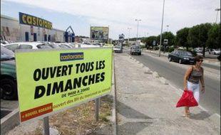 Un nouveau sursis a été donné vendredi à l'ouverture dominicale des magasins de Plan-de-Campagne, avec les dérogations accordées par préfet des Bouches-du-Rhône à plusieurs dizaines d'enseignes de cette vaste zone commerciale près de Marseille.