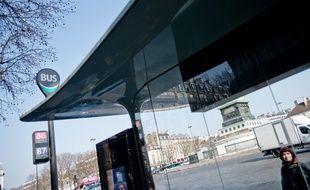 Les nouveaux abribus de Paris : illustration
