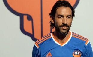 Robert Pirès avec le maillot du FC Goa