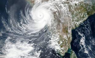 Une image satellite du cyclone Tauktae approchant de l'ouest de l'Inde, le 17 mai 2021.