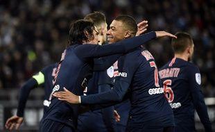 La joie de Cavani et Mbappé après la victoire du PSG à Amiens (0-3)