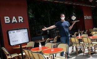 A Paris, les restaurants, cafés, brasseries, bistrots et tous professionnels disposant d'une terrasse ou ayant aménagé une terrasse sur la voirie se préparent à accueillir la clientèle.