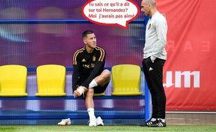 Eden Hazard en discussion avec Roberto Martinez, l'entraîneur de la Belgique.
