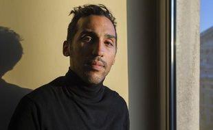 Le footballeur français, Zahir Belounis, longtemps retenu au Qatar, dans les locaux de 20Minutes, le 2 décembre 2013 à Paris.
