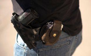 Une arme de service de policier, illustration.