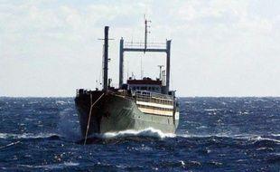 Le cargo Ezadeen photographié le 2 janvier 2015 par les gardes-côtes islandais au large de la Calabre avec 450 migrants à bord