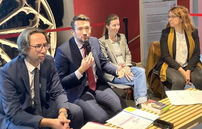 L'adjoint à la culture Fabien Robert (au centre) avec le directeur du musée d'Aquitaine et les scientifiques en charge des fouilles sur le cercueil de Montaigne.