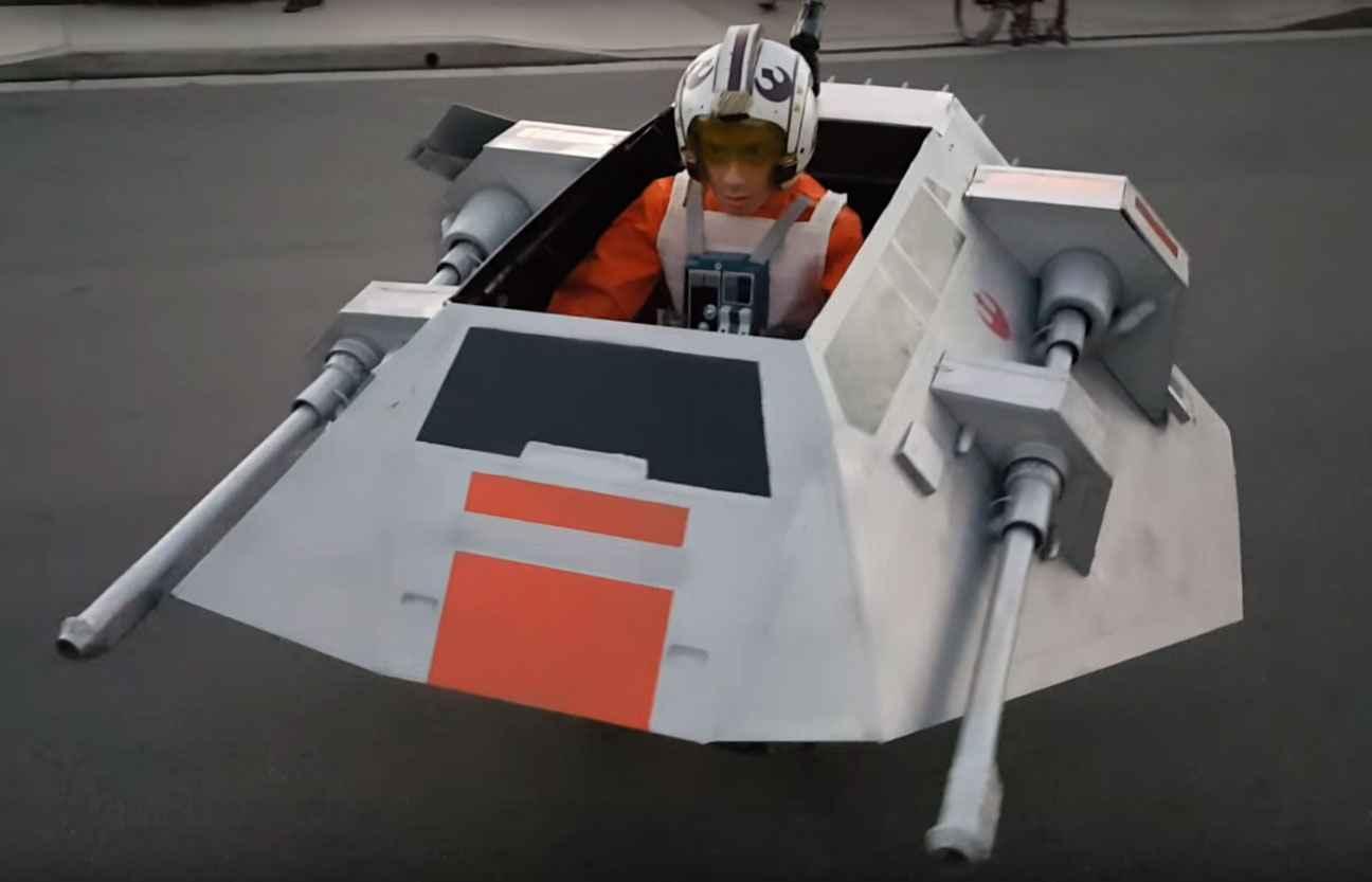 Video il transforme le fauteuil roulant de son fils en - Image star wars vaisseau ...