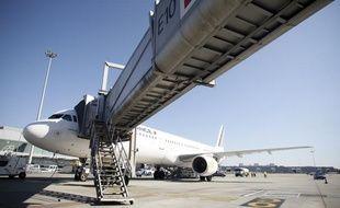 Illustration: avion sur le tarmac de l'aéroport de Toulouse.