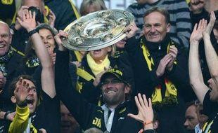Dortmund, grâce à son artillerie polonaise, a arrosé de buts son deuxième sacre consécutif en étrillant samedi Fribourg (4-0), lors d'une 34e et dernière journée de Bundesliga qui a vu le Bayer Leverkusen glaner son billet pour l'Europa League et Cologne quitter l'élite