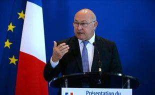 Le ministre des Finances Michel Sapin, lors d'une conférence de presse, au ministère de l'Economie à Paris, le 13 avril 2016