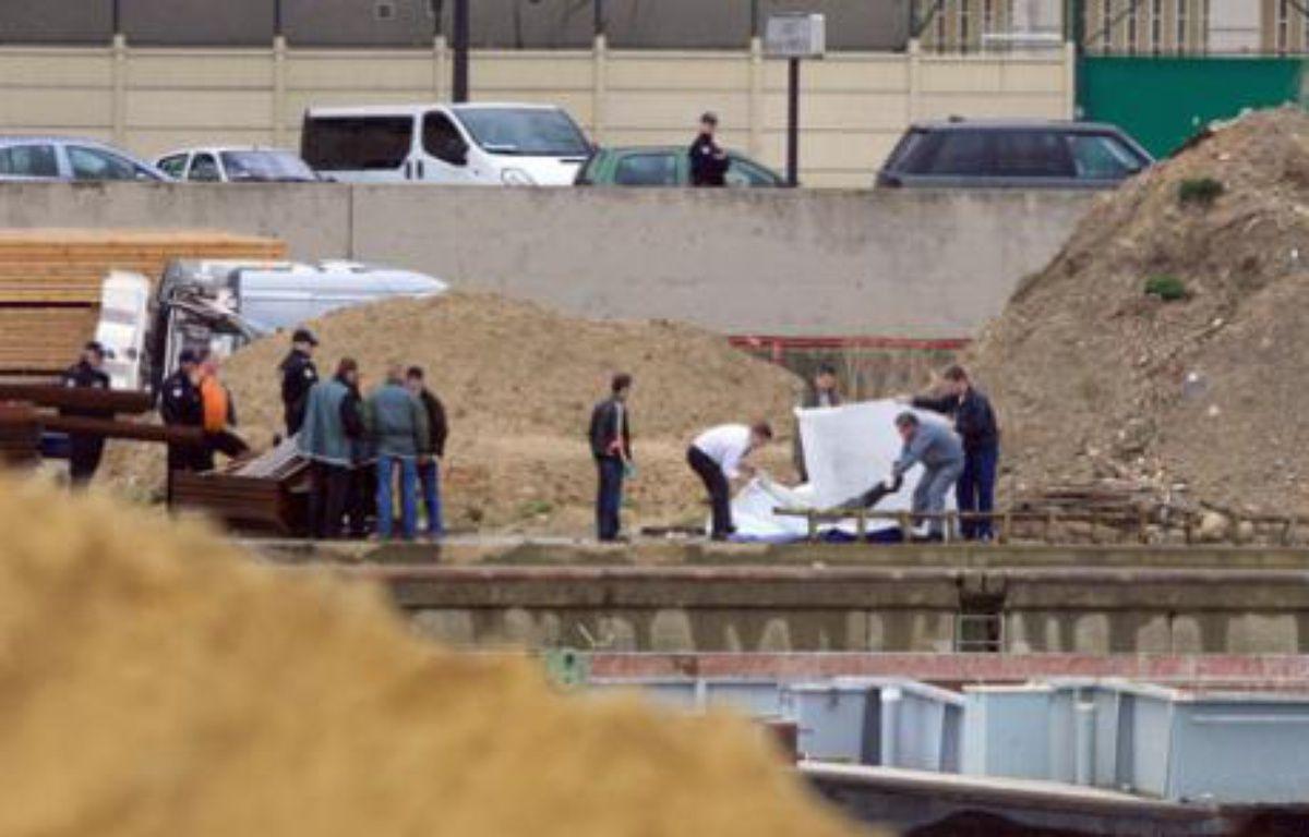 Les policiers ont retrouvé un corps dans la Seine le 28 février. – J. DEMARTHON / AFP