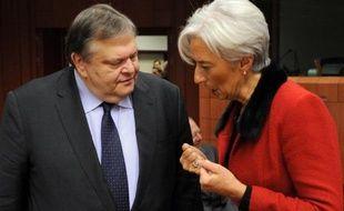 Le Fonds monétaire international a avalisé jeudi un nouveau programme d'assistance de 28 milliards d'euros pour la Grèce et a prévenu le pays qu'il n'était pas question de le voir prendre de nouveau du retard dans la mise en oeuvre des réformes convenues.