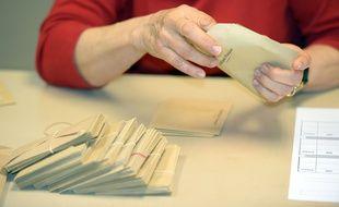 Illustration du dépouillement des votes aux élections départementales.