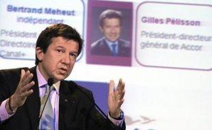 """Le PDG du groupe hôtelier Accor, Gilles Pélisson, est remplacé par Denis Hennequin, PDG de Mc Donald's Europe, à partir du 1er décembre, pour cause de """"divergences stratégiques"""", selon un communiqué du groupe publié mercredi."""