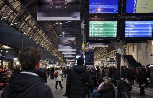 Tag trains sur Tout sur le rail - Page 9 648x415_panneaux-information-a-gare-est-a-paris-pendant-interruption-trafic-17-fevrier-2015-raison-decouverte-bombe