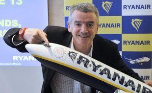 Le PDG de Ryanair est venu en France mercredi confirmer la poursuite de la croissance de la compagnie aérienne à bas coûts, annonçant l'ouverture de ses premières bases hors d'Europe, au Maroc en avril, et minimisant la menace des offres low cost de compagnies traditionnelles comme Air France.