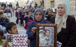 Un Palestinien détenu en Israël, en grève de la faim par intermittence depuis août 2012, a accepté de cesser son mouvement de protestation en échange d'une promesse de libération, a indiqué son avocat à l'AFP dans la nuit de lundi à mardi.