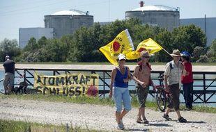Manifestation anti-nucléaire devant la centrale de Fessenheim, le 26 juin 2011.