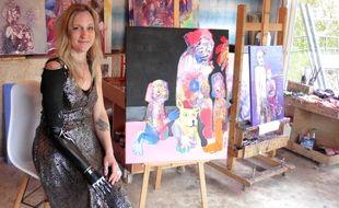 Priscille Deborah, 46 ans, vit près d'Albi où elle exerce sa passion de la peinture.