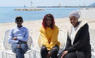 Les jeunes acteurs des «Misérables» sur la plage à Cannes