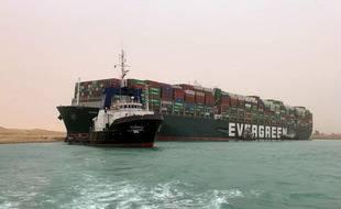 Le navire Ever Given, bloqué en travers du Canal de Suez, le 24 mars 2021.