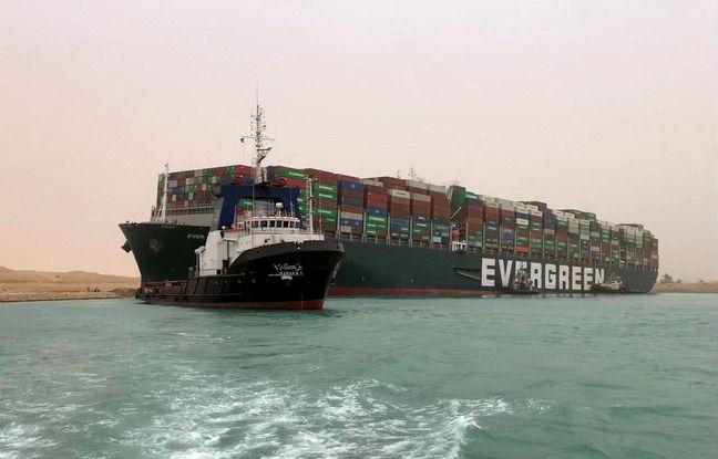 648x415 le navire ever given bloque en travers du canal de suez le 24 mars 2021