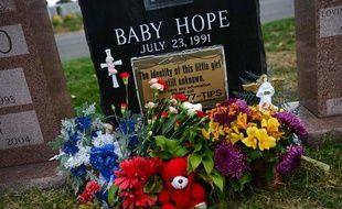 Pierre tombale de «Baby Hope» aux Etats-Unis