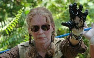 """L'actrice et activiste américaine Mia Farrow a affiché mardi lors d'une visite en Equateur sa """"colère"""" contre le pétrolier Chevron, en litige avec les autorités en raison d'une amende record pour pollution."""