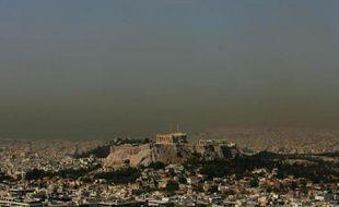 Une nappe d'air pollué surplombe Athènes le 19 juin 2008, par 39 degrés