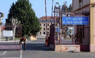 Après le recueillement à la mémoire des enfants et du rabbin juifs assassinés à Toulouse, un nouvel hommage est rendu mercredi à Montauban à trois autres victimes du tueur à scooter, des parachutistes qu'il a exécutés avec le même sang froid.