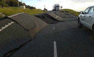 Une route endommagée par le fort séisme en Nouvelle-Zélande, le 14 novembre 2016.