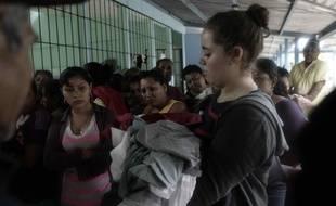Des victimes de l'ouragan Otto se sont réfugiées dans un abri, à Chiles de San Carlos, au Costa Rica, à la frontière avec le Nicaragua, le 24 novembre 2016.